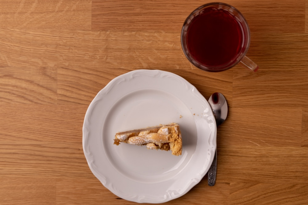 Apple pie and tea