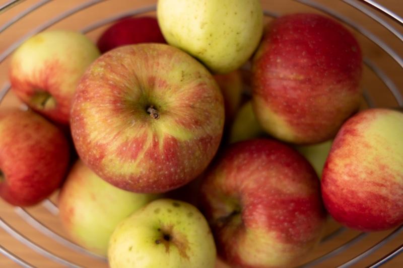 Apples in a fruit basket