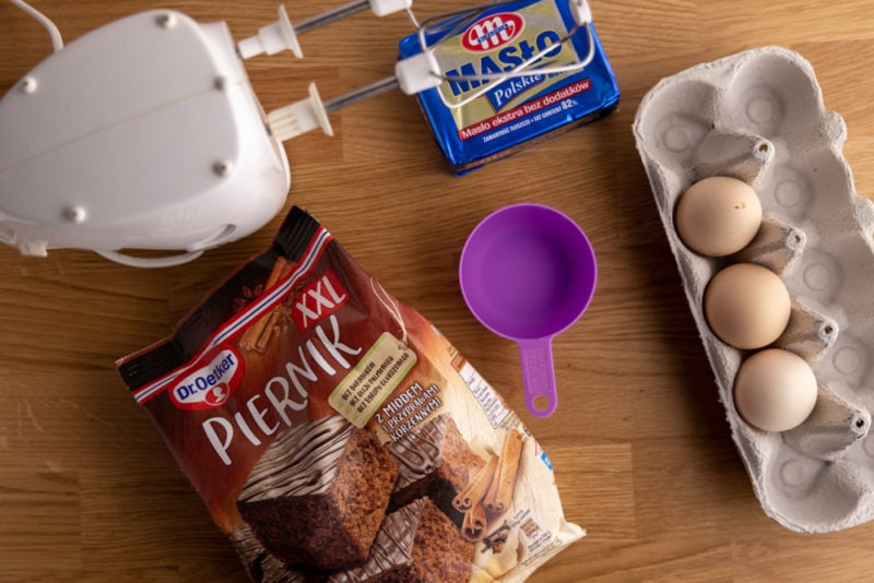 Cake mix and the ingredients needed