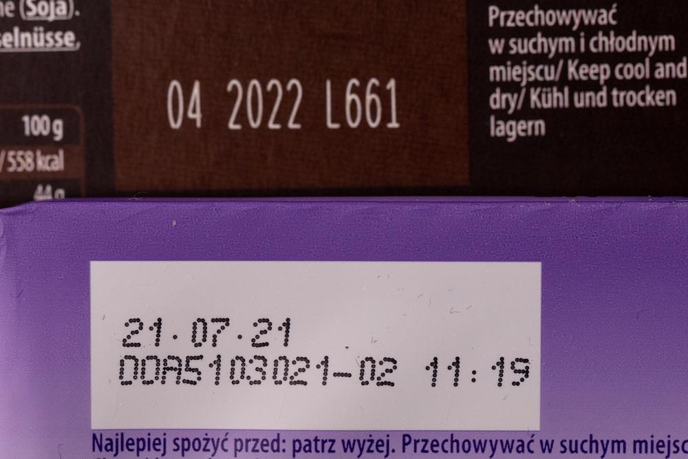 Chocolate dates comparison: dark and milk