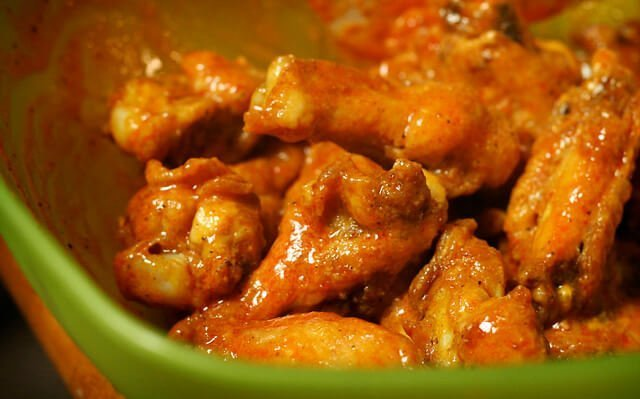Garlic wing sauce thickened with cornstarch