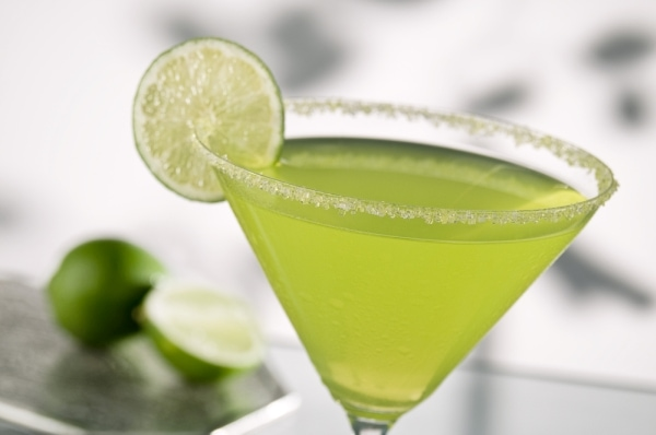 Margarita drink garnished with a slice of lime