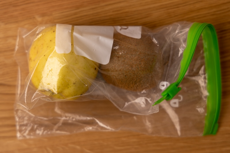 Kiwi and apple in a freezer bag