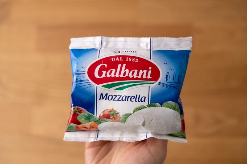 Mozzarella in hand