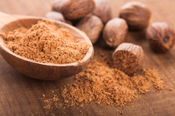 Whole and ground nutmeg spice