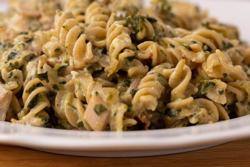 Pasta with spinach and feta plated