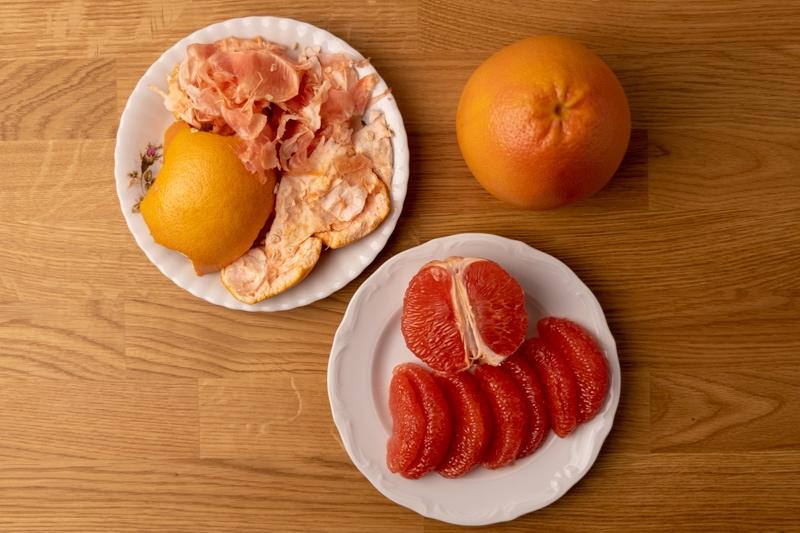Peeling grapefruit