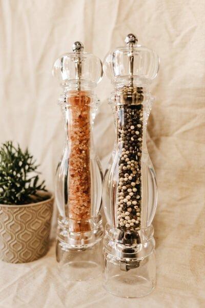Salt and pepper grinders