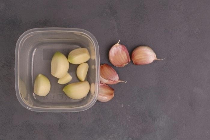 Preparing garlic cloves for freezing