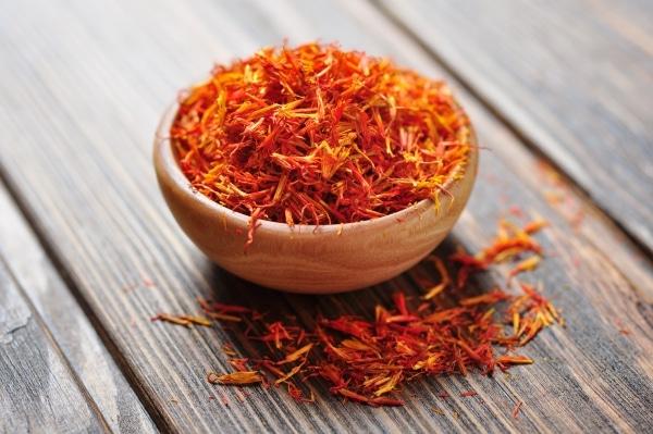 Saffron in a wooden bowl