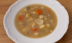 Vegetable soup based on chicken broth