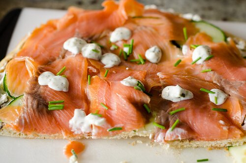 Smoked salmon on pizza